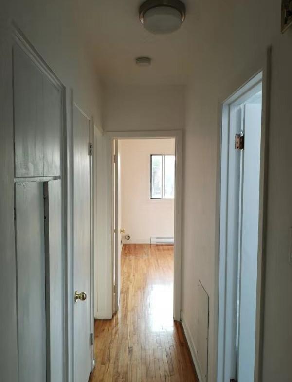 Upper duplex for rent in Ville Saint-Laurent